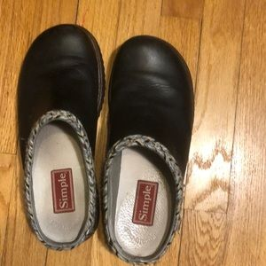 Simple Black Clogs